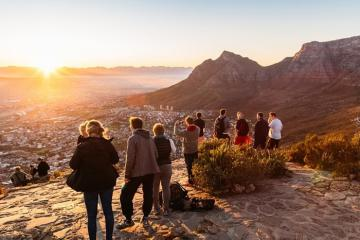 Khám phá đỉnh núi Lion's Head ở Cape Town với trải nghiệm khó quên