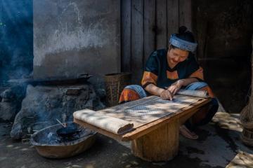 Đến làng dệt lanh Lùng Tám chiêm ngưỡng sắc màu rực rỡ giữa đại ngàn Hà Giang