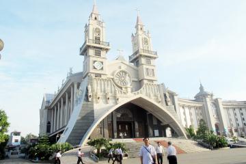 Khám phá kiến trúc độc đáo của nhà thờ chính tòa Thái Bình