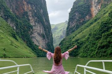 'Sững người' trước vẻ đẹp tiên cảnh của sông Nho Quế Hà Giang