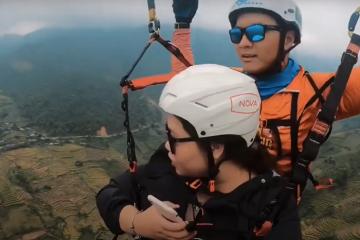 'Phê pha' trải nghiệm bay dù ở Mù Cang Chải
