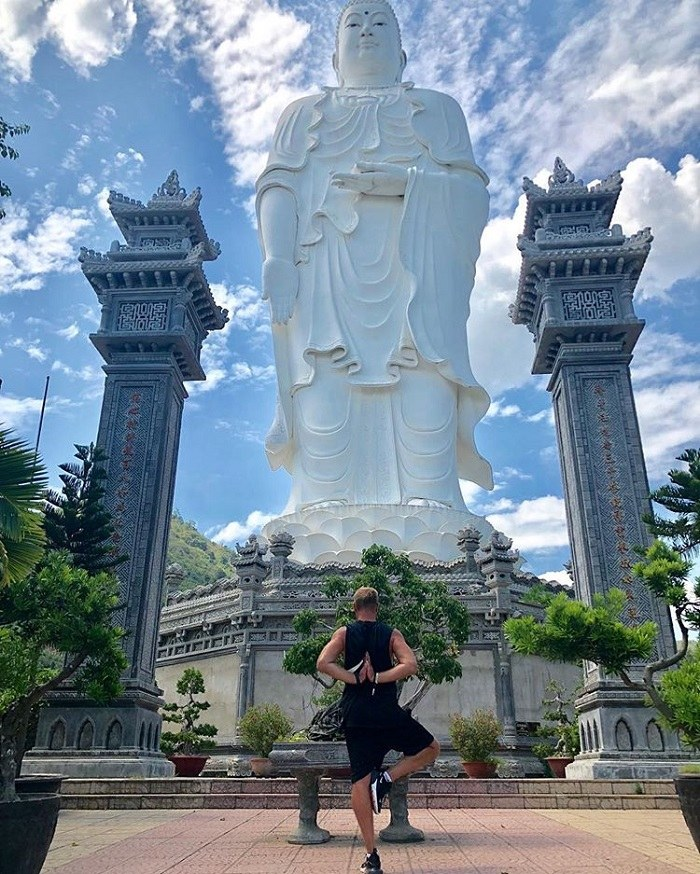 the temple in Khanh Hoa is the Big Buddha statue