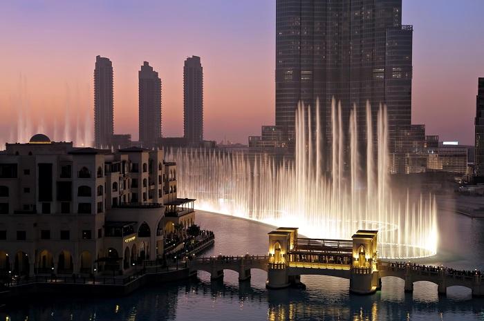 Buổi trình diễn về đêm ở đài phun nước Dubai
