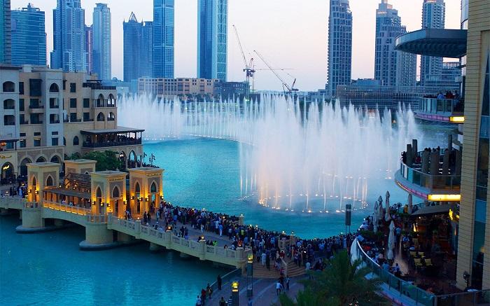 Lối đi bộ lát ván cho tầm nhìn đẹp nhất ra Đài phun nước Dubai