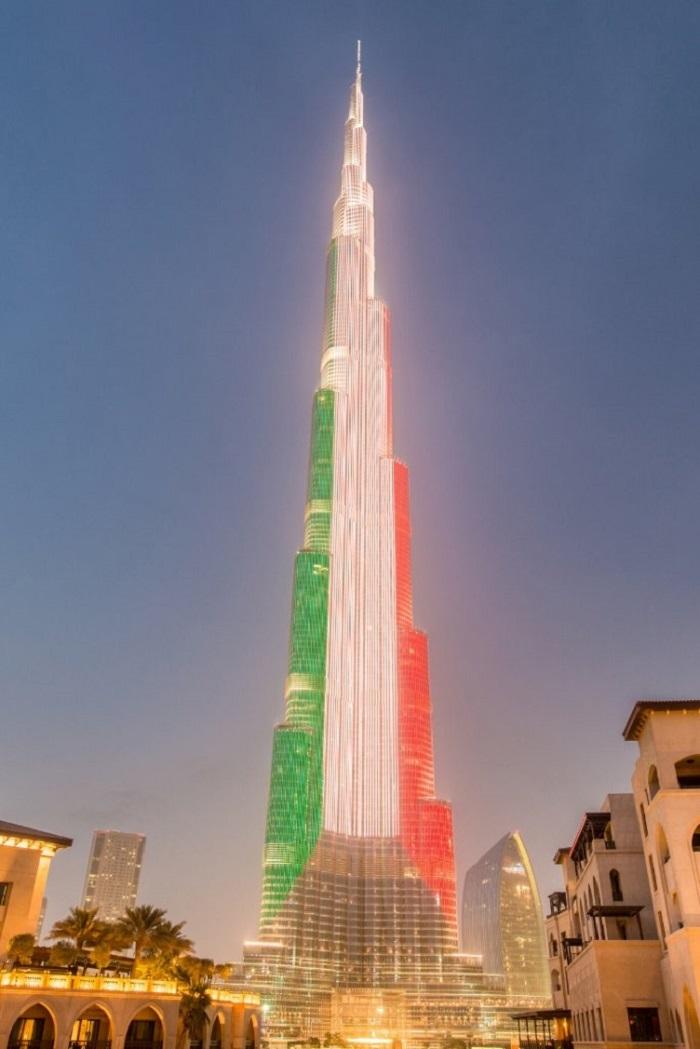 Màn trình diễn ánh sáng ở Burj Khalifa - Đài phun nước Dubai