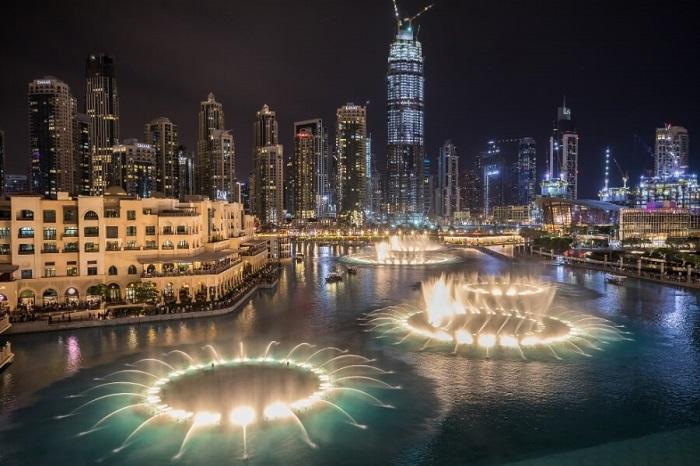 Đài phun nước Dubai được xây dựng trên một hồ Burj