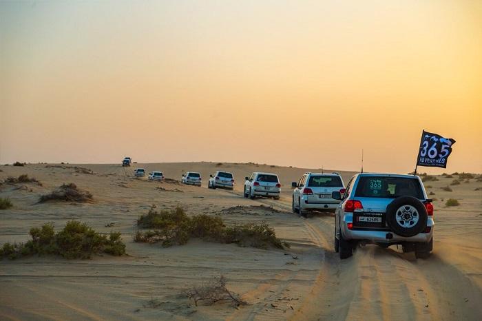 Xe 4x4 chạy trong sa mạc - Trải nghiệm cắm trại Ả Rập
