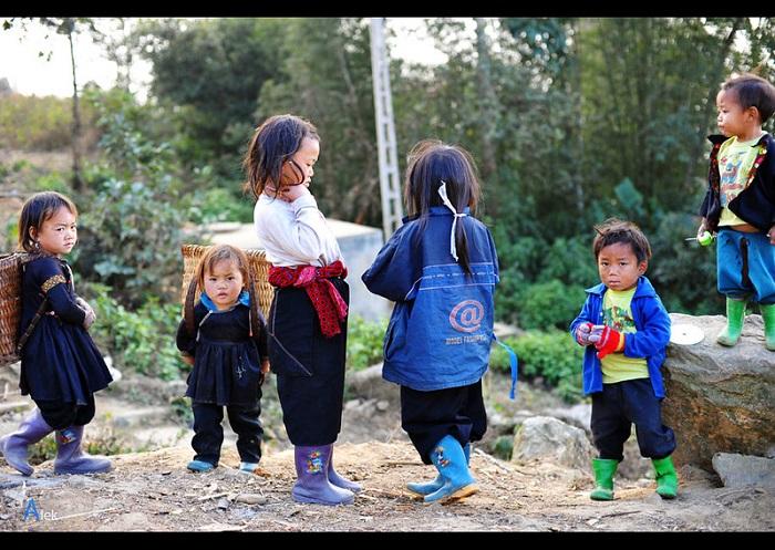 children in Hong Ong Son La