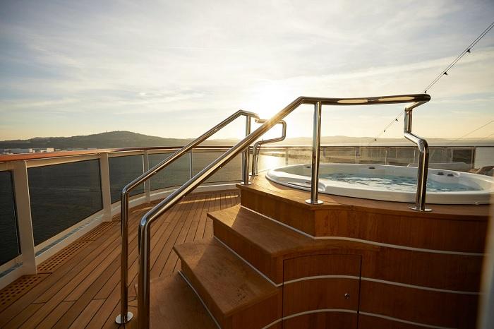 Regent Seven Seas Cruises - Du thuyền sang trọng nhất thế giới