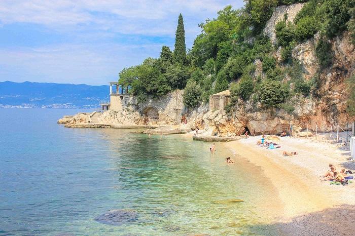 Một bãi biển hẻo lánh ở thành phố Rijeka - Điểm đến ở Rijeka