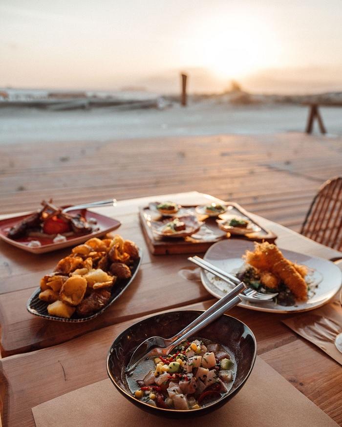 Một bữa ăn trong nhà hàng trên đảo Naxos -  Du lịch đảo Naxos Hy Lạp