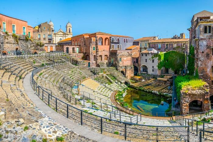 Nhà hát La Mã và Odeon -  Du lịch Catania