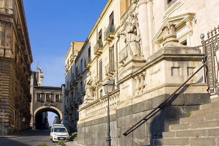 Via dei Crociferi -  Du lịch Catania