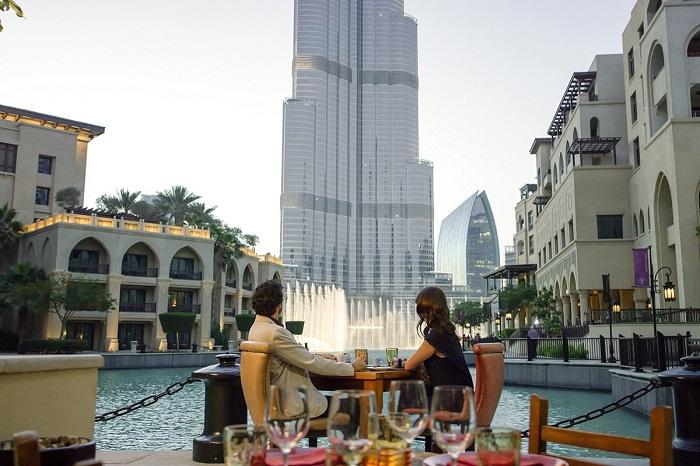 Một nhà hàng có tầm nhìn ra Dubai Fountain - Đài phun nước Dubai