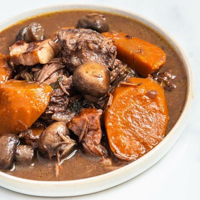 Bò hầm món ăn mùa thu trên thế giới