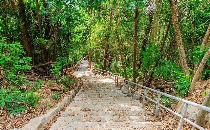 Ma Thien Lanh Bridge Con Dao - scene along the way