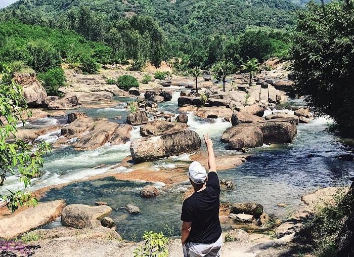 Move to Thach Lam Stream Waterland resort