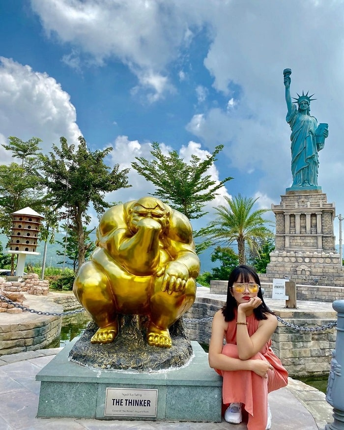 Check in the sculpture in the park of world wonders in Da Nang
