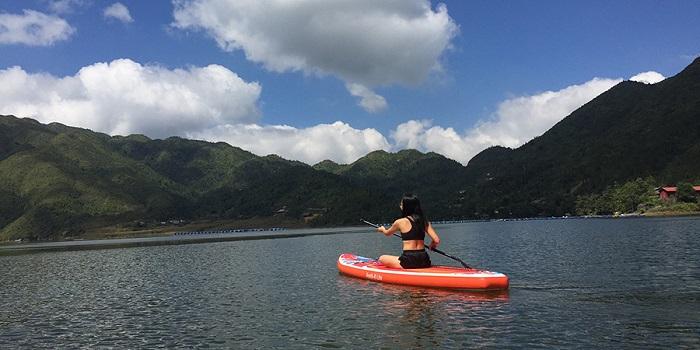 Chèo thuyền ở hồ Séo Mý Tỷ Sapa