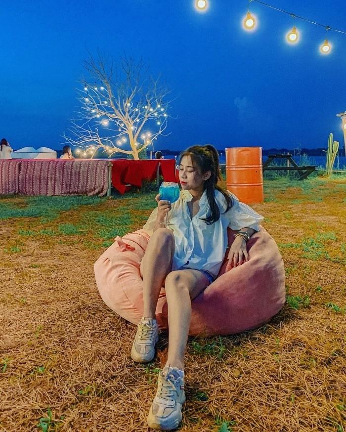 bãi đá sông Hồng - địa điểm picnic ở Hà Nội 'hot rần rần'trong cộng đồng du lịch