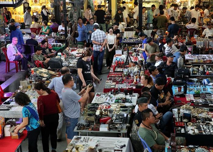 Khám phá những khu chợ đồ cổ ở Sài Gòn thỏa sức tham quan và mua sắm