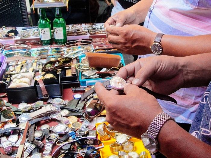 chợ đồ cổ ở Sài Gòn - chợ đồ cổ Nhật Tảo mua sắm