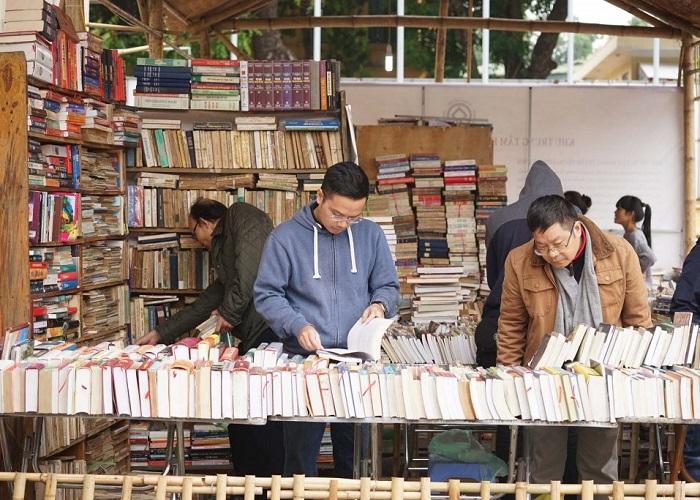 chợ đồ cổ ở Sài Gòn - phố sách cũ Trần Nhân Tôn mua sắm