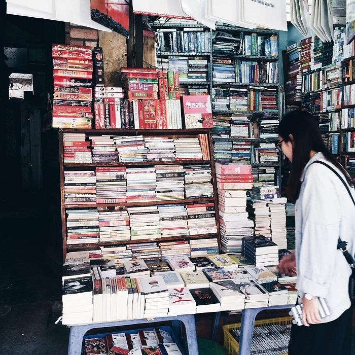 chợ đồ cổ ở Sài Gòn - phố sách cũ Trần Nhân Tôn