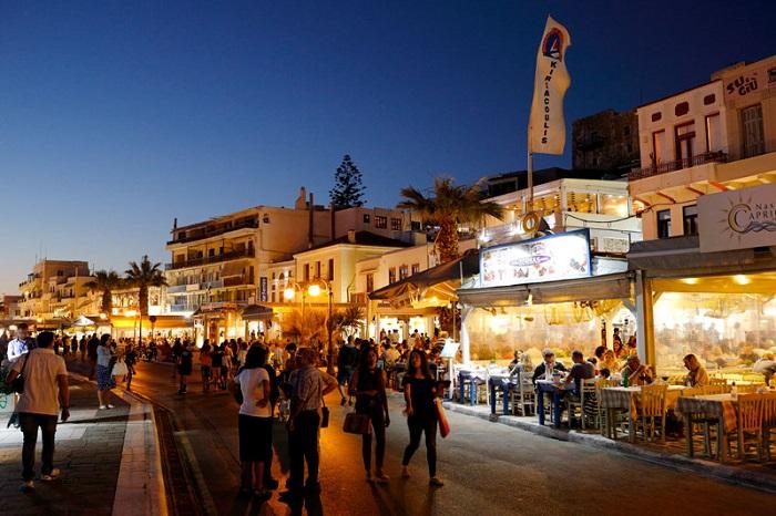 Thị trấn Chora Naxos về đêm -  Du lịch đảo Naxos Hy Lạp