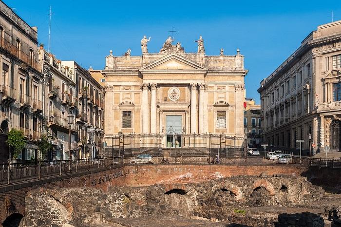 Nhà hát vòng tròn La Mã -  Du lịch Catania