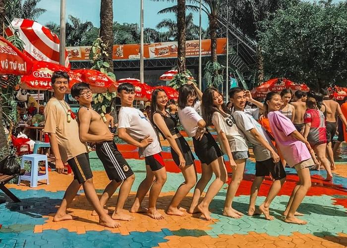 Water park in Saigon - Dam Sen Water Park has fun