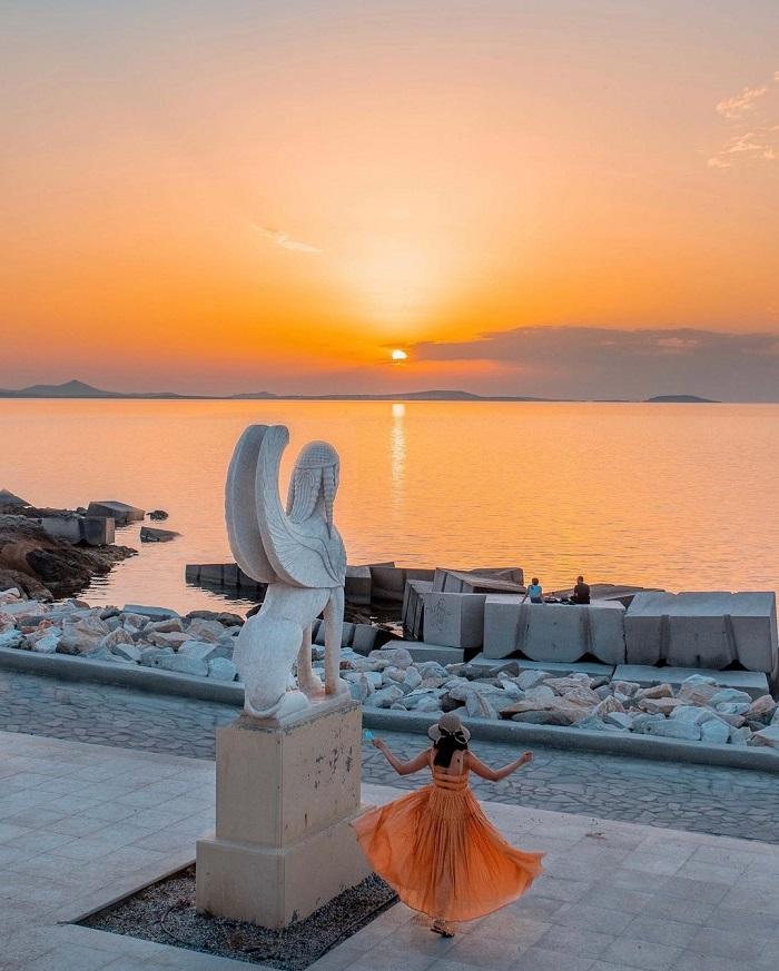 LàngApeiranthos -  Du lịch đảo Naxos Hy Lạp
