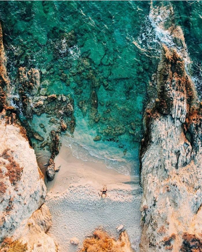 Một bãi biển tuyệt đẹp và riêng tư trên đảo -  Du lịch đảo Naxos Hy Lạp