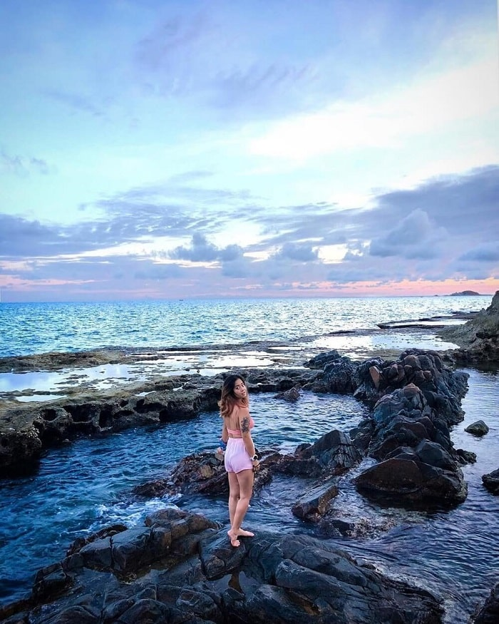 Take pictures in Ninh Thuan coral island