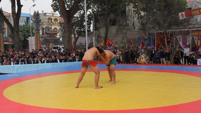Trò chơi đấu vật tại hội Lim Bắc Ninh