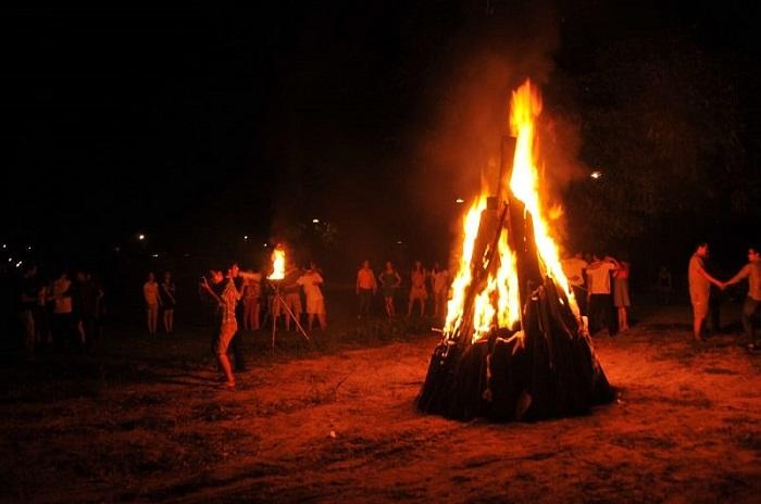 địa điểm cắm trại ở Vũng Tàu - Khu cắm trại Paradise Vũng Tàu đốt lửa trại