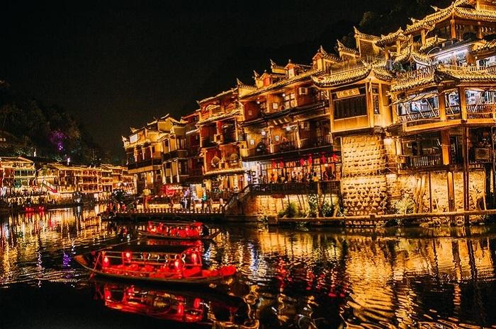 Phố cổ - Địa điểm du lịch Phượng Hoàng Cổ Trấn ở Trung Quốc