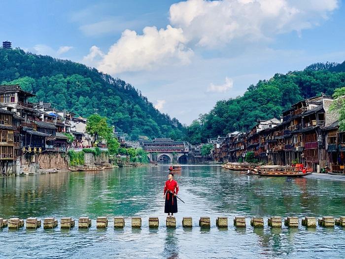 Cầu Đá Nhảy - Địa điểm du lịch Phượng Hoàng Cổ Trấn