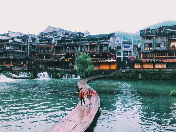 Cầu Gỗ - Địa điểm du lịch Phượng Hoàng Cổ Trấn