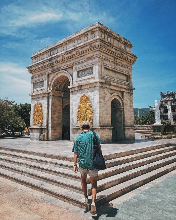 Arc de Triomphe in Danang Wonders of the World Park