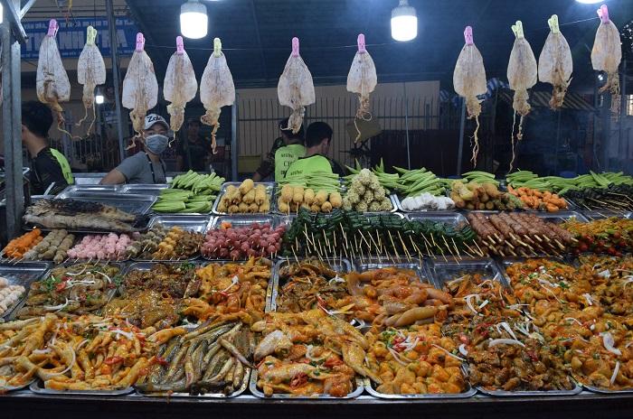 Tay Ninh tourism at night - Tay Ninh night market eating and drinking