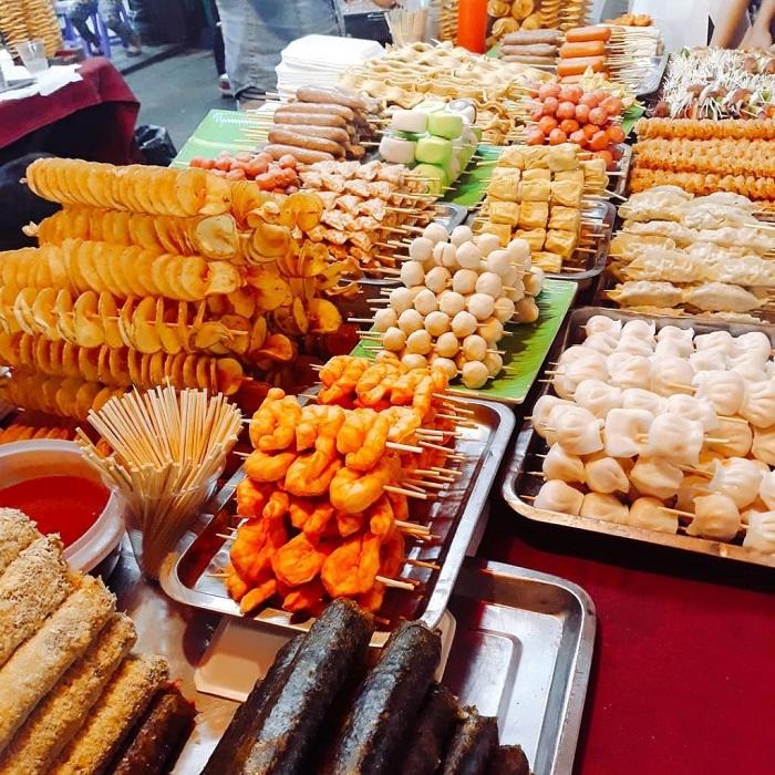 Tay Ninh tourism at night - food court