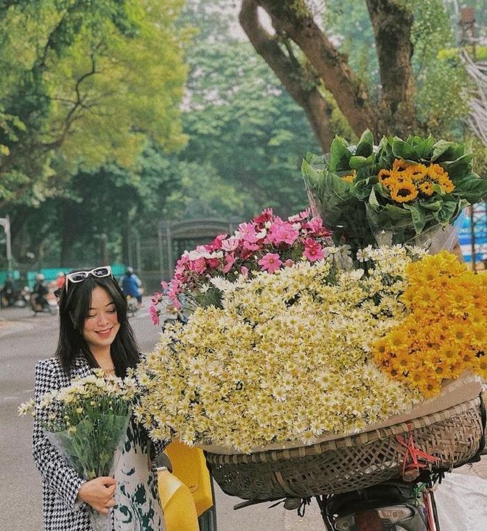 đường Hoàng Diệu - điểm ngắm mùa thu Hà Nội lãng mạn như phim
