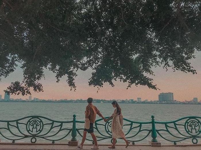 đường Thanh Niên - điểm ngắm mùa thu Hà Nội lãng mạn như phim