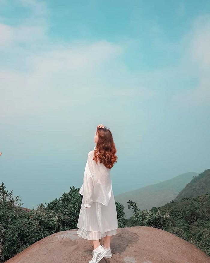 Đỉnh Bàn Cờ - điểm tham quan gần Hồ Xanh Đà Nẵng