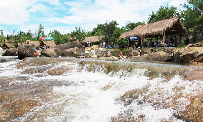 Games in Waterland Stream Thach Lam