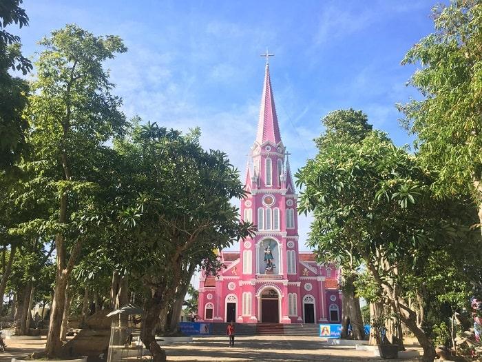 Giới thiệu nhà thờ màu hồng ở Nghệ An