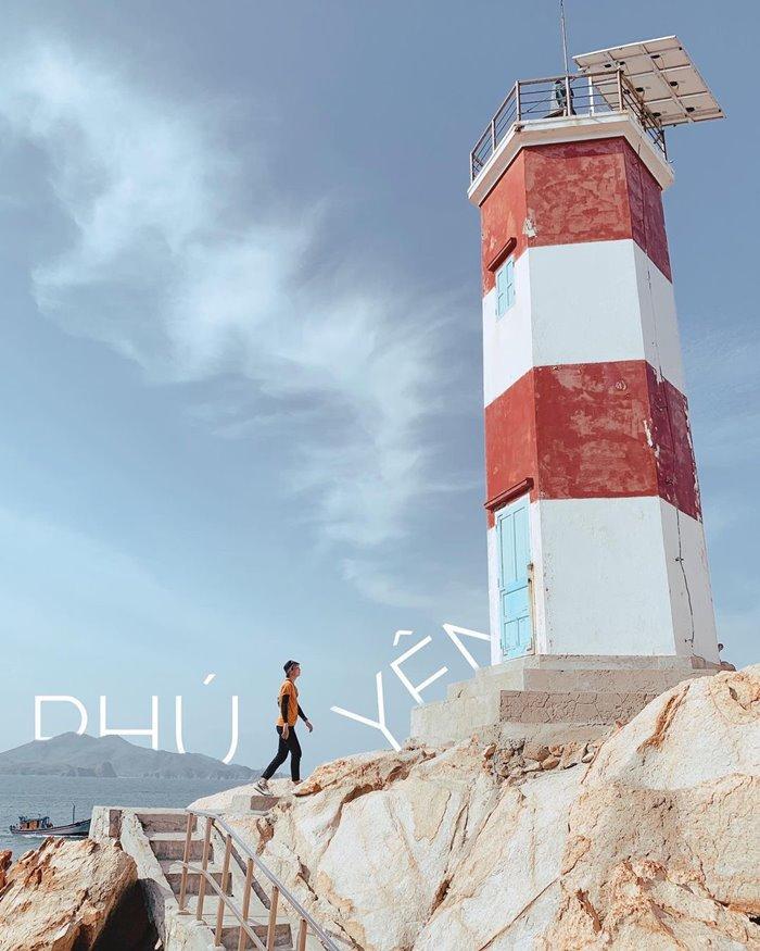 Ganh Den lighthouse tourism