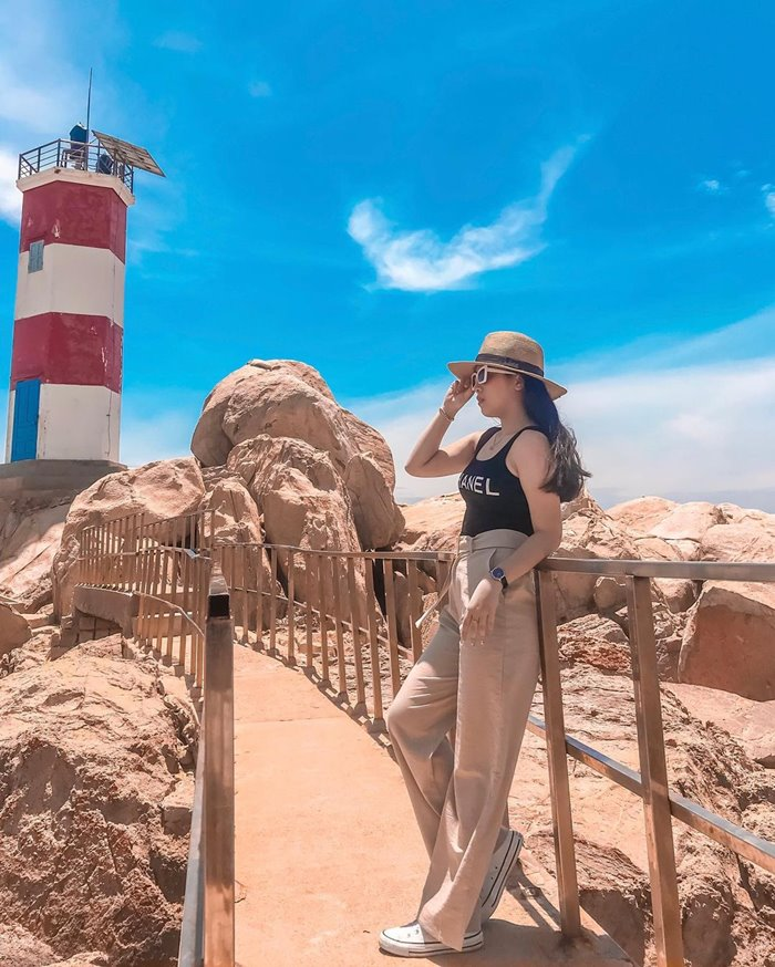 How to get to Ganh Den lighthouse?