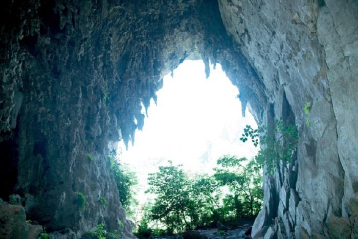 Hang A Phủ là điểm du lịch nổi tiếng của bản Hồng Ngài Sơn La